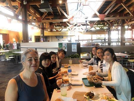 2019.09.17 (3) 今日は大きなカフェテリアで昼食.JPG
