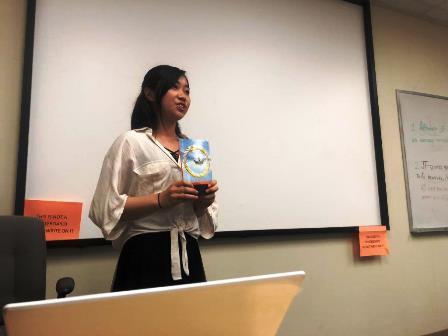 2019.09.20 (11) Reading and Vocabulary Book Report 登場人物になりきって物語の要約を発表.JPG
