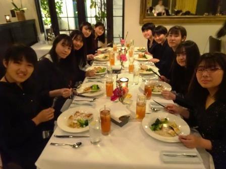 022411フォーマルに着替えて夕食です。(A).JPG