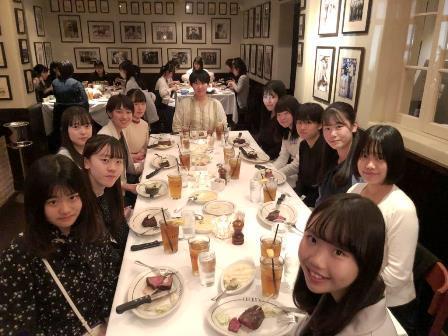 022412フォーマルに着替えて夕食です。(B).JPG