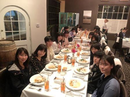 022512素敵なレストランでお魚料理をいただきました。(B).JPG