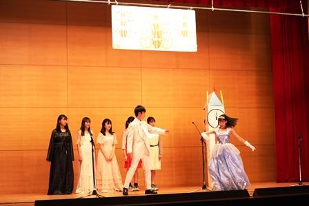 04英語劇中2Fシンデレラ.JPG