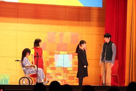 06英語劇中2Rハイジ.JPG